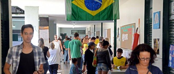 Brésil: les électeurs aux urnes dimanche pour une présidentielle favorable à la droite