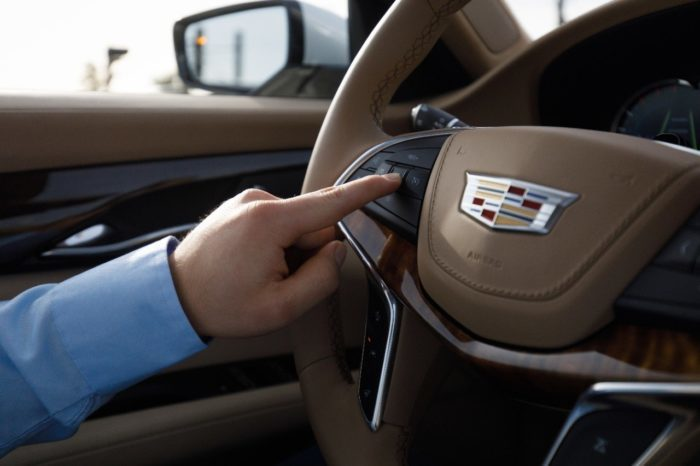 Cadillac devance Tesla dans un test de conduite semi-autonome