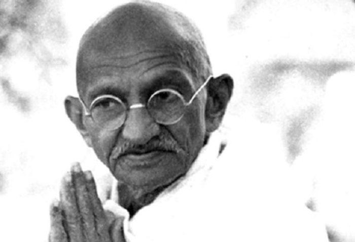 Cent cinquantième anniversaire de Ghandi Apôtre de la non-violence et des droits de l'homme
