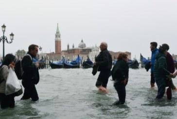 Tempête en Italie : L'eau atteint un pic de 156 cm à Venise