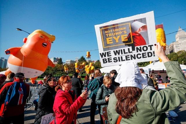 Rassemblement à Chicago contre la politique «antifemmes» de Trump