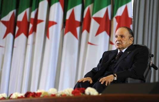 Algérie: cinq généraux, ex-hauts responsables militaires, incarcérés