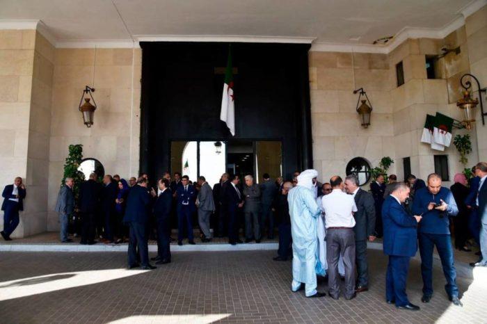 Crise à l'Assemblée nationale algérienne: Les députés de la majorité bloquent l'accès de l'Assemblée