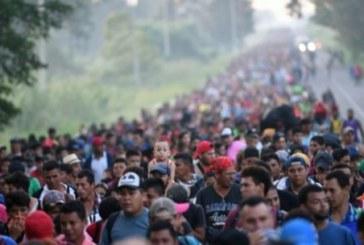 Des milliers de migrants honduriens se dirigent vers le Mexique