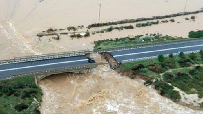 Italie : Effondrement partiel d'un pont autoroutier en raison de fortes pluies