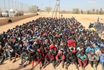 Sauvés par un cargo, des migrants refusent de débarquer en Libye