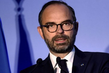 """Gilets jaunes: Edouard Philippe déterminé """"à ramener l'ordre"""""""