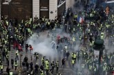 Gilets jaunes : 31.000 manifestants en France, 700 interpellations dont 575 à Paris à la mi-journée
