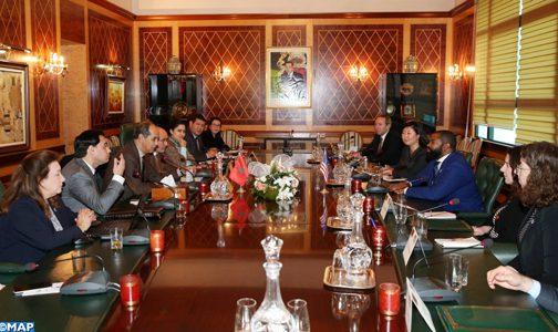 Une délégation du Conseil américain des jeunes leaders politiques visite la Chambre des conseillers