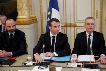 """Réunion mardi à l'Elysée pour préparer """"le grand débat national"""" promis aux ''gilets jaunes''"""