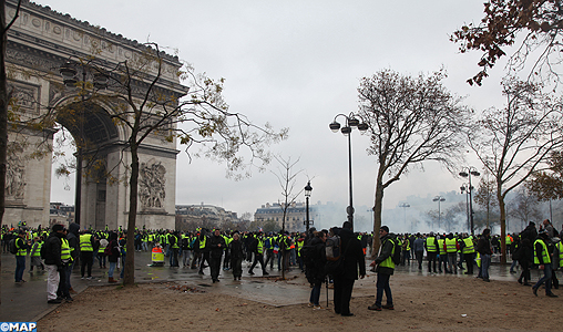 Gilets jaunes : premiers incidents à Paris, huit manifestants interpellés