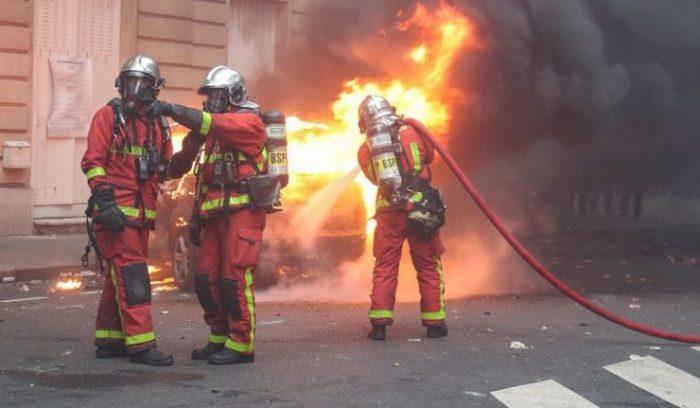 Treize blessés, dont deux graves, dans un incendie en banlieue parisienne