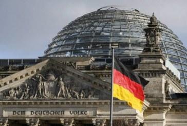 Les données des politiciens allemands publiées en ligne, Merkel reste non affecté