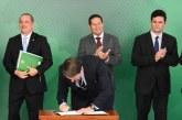 Brésil: le président Jair Bolsonaro signe un décret facilitant l'accès aux armes à feu