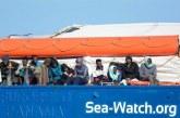 Le navire humanitaire Sea-Watch avec les 47 migrants à bord arrive au port de Catane