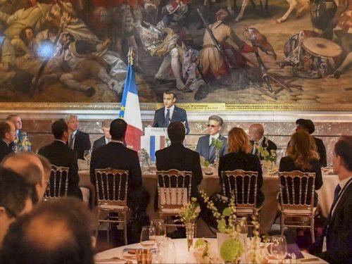 Macron à Versailles veut éviter le destin de Louis 16