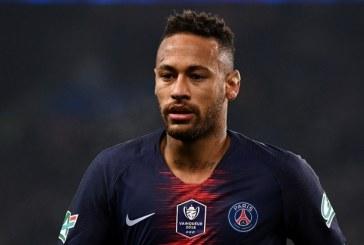 """""""Réactivation douloureuse"""" de la blessure au pied de Neymar"""