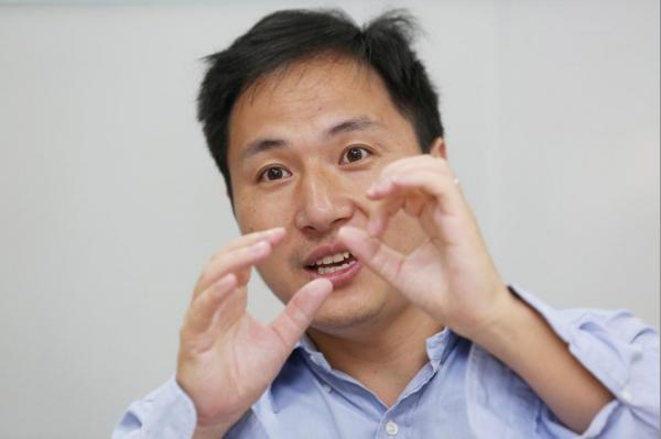 Un scientifique chinois qui a modifié génétiquement des bébés licenciés par son université