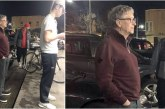 Bill Gates, 63 ans, est aperçu en train d'attendre un hamburger