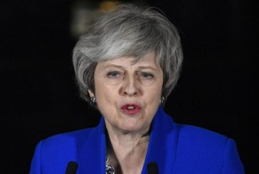"Brexit: Theresa May juge ""impossible"" d'écarter le scénario d'un ""no deal"""
