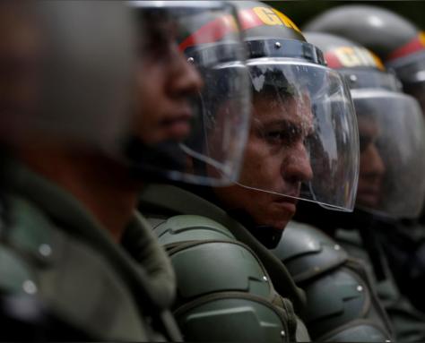 Maduro défendu par ses forces armées