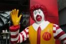 Une œuvre d'art représentant McDonald crucifié provoque des affrontements en Israël (IMAGES)
