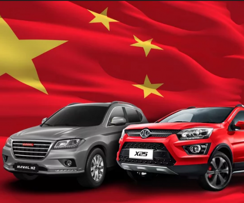Voitures chinoise sur drapeau chinois