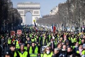 """""""Gilets jaunes"""" : des centaines de manifestants défilent à Paris, trois mois jour pour jour après le début du mouvement"""