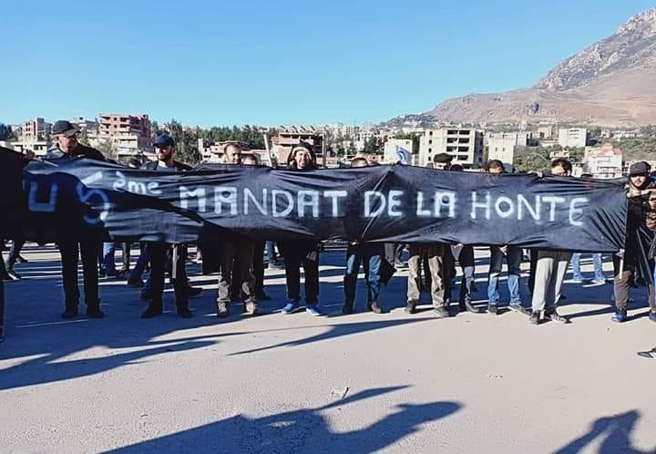 Algérie : Les citoyens de Kherrata en masse dans la rue pour dénoncer le 5ème mandat de Bouteflika (VIDÉO)