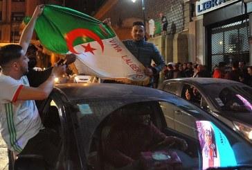 Les Algériens tiraillés entre joie et inquiétude après la renonciation de Bouteflika à la présidentielle