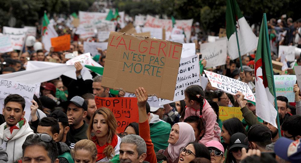 Algérie : un nouveau vendredi test dans tout le pays
