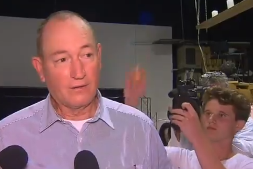 Un sénateur islamophobe reçoit un oeuf sur la tête