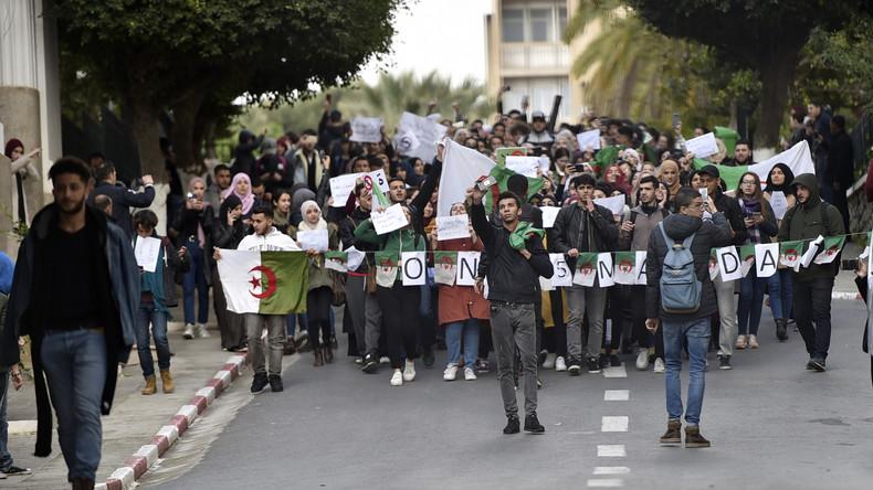 (URGENT) Une centaine d'étudiants manifestent à Alger contre un 5e mandat de Bouteflika