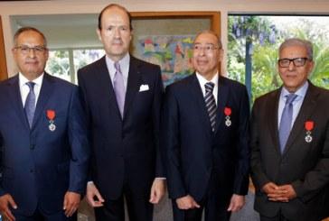 Trois marocains décorées des insignes de Chevalier de la Légion d'Honneur