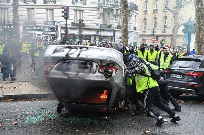 Gilets jaunes: 84% des Français condamnent les violences de samedi dernier