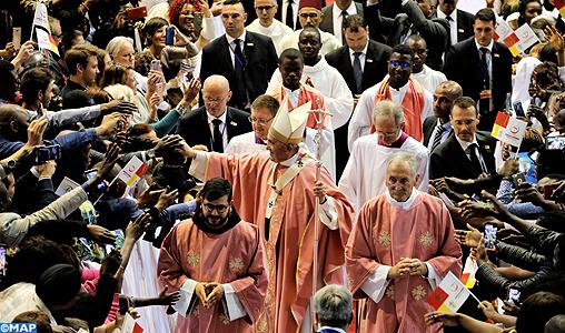 """Messe papale inédite : émotion et prières pour la """"fraternité christiano-musulmane"""""""