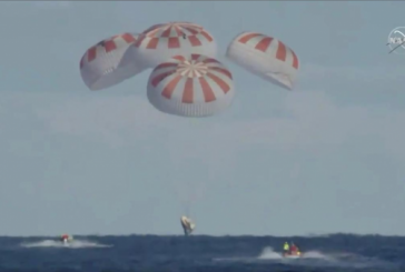 La capsule SpaceX d'Elon Musk éclabousse au large de la côte de la Floride