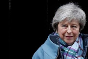 Brexit: Theresa May se rend à Strasbourg pour des discussions de dernière minute