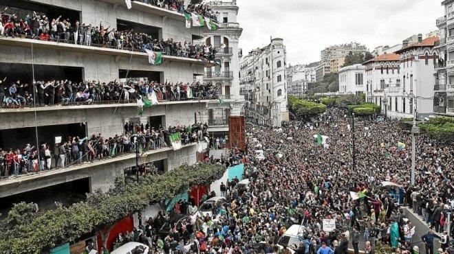 Nouvelles manifestations monstres après l'annonce du report de la présidentielle — Algérie