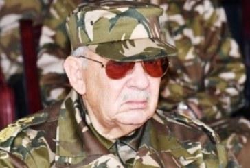 Algérie : mise en garde de l'armée qui réitère son appel à déclarer Bouteflika inapte
