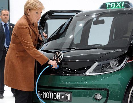 Les constructeurs allemands vont investir 60 milliards d'euros dans les voitures électriques et l'automatisation