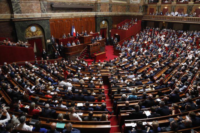 """France: la controversée """"loi anti-casseurs"""" adoptée définitivement par le Parlement"""