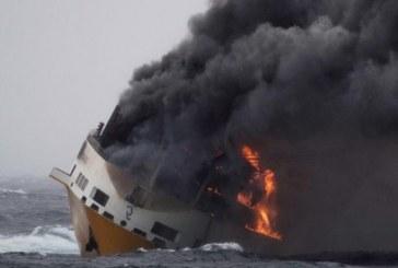 Risque de pollution sur les côtes françaises après le naufrage d'un cargo italien