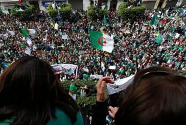 Algérie: dixième vendredi consécutif de manifestations contre le régime