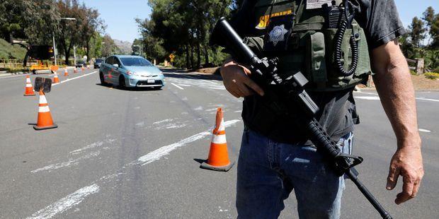 Fusillade-dans-une-synagogue-en-Californie-un-mort-et-trois-blesses-un-homme-arrete