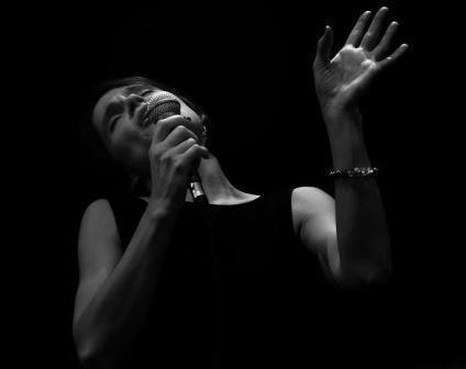 Karina chante en hommage à Ella FITZGERALD