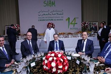 SM le Roi offre un dîner en l'honneur des invités et participants au 14è SIAM