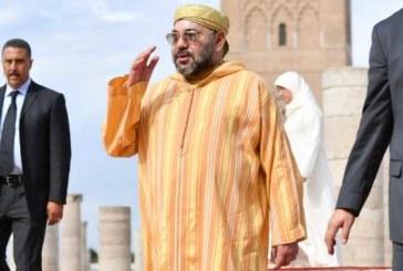 SM le Roi accomplit la prière du vendredi à la mosquée Hassan à Rabat
