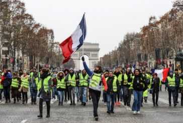 «Gilets jaunes» : Près de 28.000 manifestants en France, heurts et interpellations