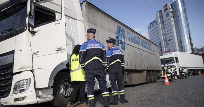 Découverte de 21 migrants cachés dans une remorque dans la Meuse